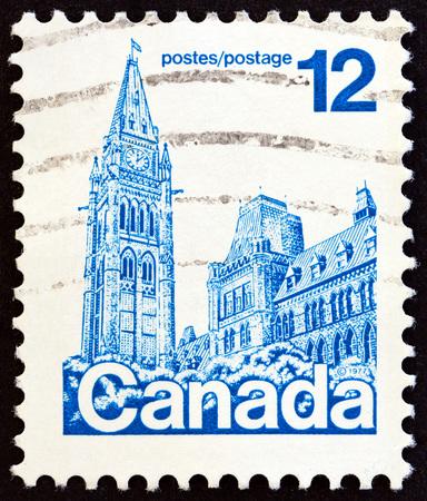 postes: CANADA - CIRCA 1977: A stamp printed in Canada shows Parliament Building, Ottawa, circa 1977.