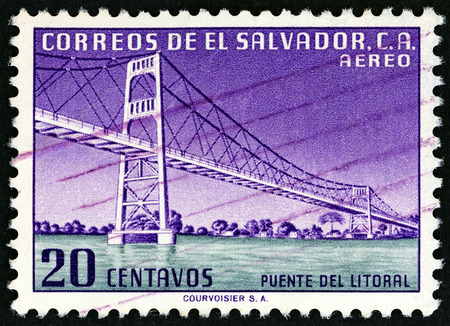 EL SALVADOR - CIRCA 1954: A stamp printed in El Salvador shows Litoral Bridge, circa 1954. Imagens - 64795367