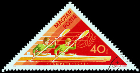 estampilla: HUNGARY - CIRCA 1973: A stamp printed in Hungary from the World Aquatic Sports Championships, Belgrade and Tampere issue shows Womens Double Kayak, circa 1973. Editorial