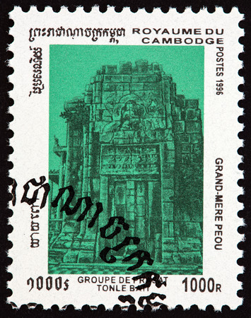 estampilla: CAMBODIA - CIRCA 1996: A stamp printed in Cambodia from the Tonle Bati Temple Ruins  issue shows Grandmother Peou Temple, circa 1996. Editorial