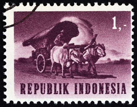 estampilla: INDONESIA - CIRCA 1964: A stamp printed in Indonesia from the Transport and Traffic issue shows Ox cart, circa 1964.