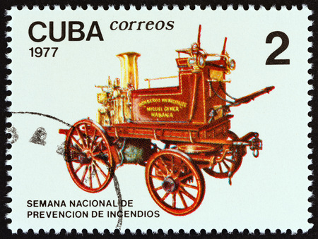 estampilla: CUBA - CIRCA 1977: A stamp printed in Cuba from the Fire Prevention Week issue shows Horse-drawn fire engine, circa 1977.