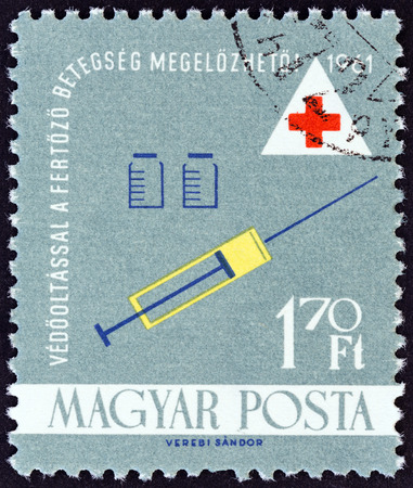 estampilla: HUNGARY - CIRCA 1961: A stamp printed in Hungary from the Health issue shows Syringe and jars, circa 1961.