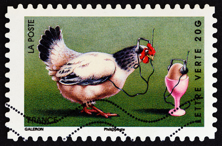 estampilla: FRANCE - CIRCA 2014: A stamp printed in France from the Holiday issue shows chicken, circa 2014. Editorial