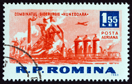 timbre: ROMANIA - CIRCA 1963: A stamp printed in Romania from the Socialist Achievements issue shows Hunedoara metal works, circa 1963.