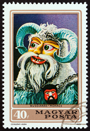 estampilla: HUNGARY - CIRCA 1973: A stamp printed in Hungary from the Busojaras Ceremony, Mohacs. Carnival Masks issue shows Carnival Mask, circa 1973.