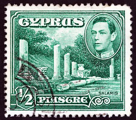 kibris: CYPRUS - CIRCA 1938: A stamp printed in Cyprus shows Salamis and King George VI, circa 1938. Editorial