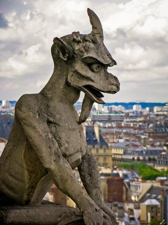 gargouilles: Les gargouilles de Notre-Dame Paris France Banque d'images