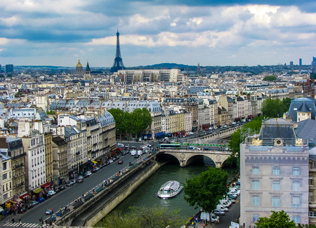 jorobado: París, Francia - Notre Dame-Vista aérea de París Editorial