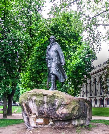 winston: Paris, France - Winston Churchill Statue