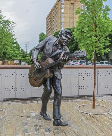 セントルイス、ミズーリ州アメリカ合衆国 - セントルイス ブルース伝説チャックベリー像