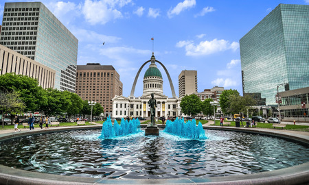 Saint Louis Arch and Old Courthouse Stock fotó - 73068473
