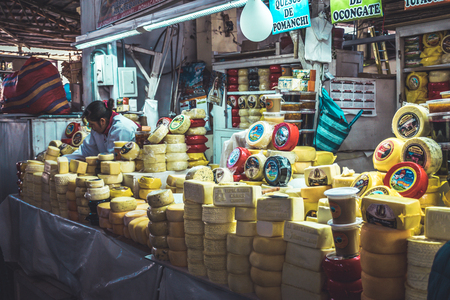 Colorful San Pedro market cheese in Cusco, Peru. Редакционное