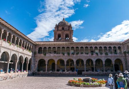 Colonial courtyard at Qoricancha and Santo Domingo in Cusco, Peru. Редакционное
