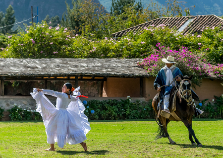 Beautiful traditional Peruvian horse and dance show performance at the Sanctuary Lodge in the Sacred Valley of Peru. Redactioneel