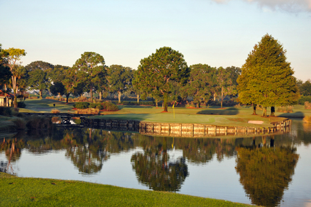 Beautiful golf green on an island in Orlando Florida Imagens
