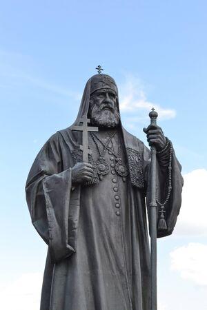 Moskau, Russland - 11. JULI 2018: Denkmal für den Patriarchen der Russisch-Orthodoxen Kirche. Christ-Erlöser-Kathedrale.