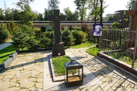 September 12, 2019 Moscow Don Monastery. - The grave of the famous Russian writer Alexander Solzhenitsyn Editöryel