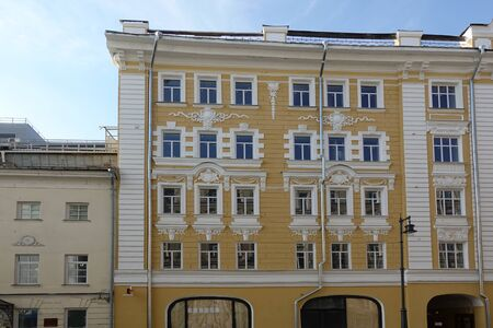 Facade of a renovated old building with many windows. Moscow Stockfoto