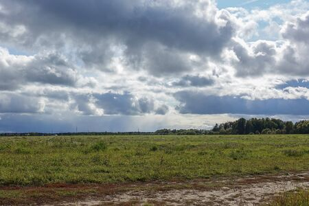 Rain clouds over the field. Autumn landscape. Russia Stockfoto