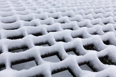 White fluffy snow formed a rhythmic pattern on the trellis. 版權商用圖片