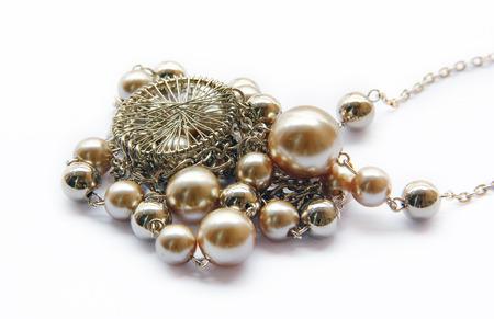 perle rose: La Perle rose avec le collier d'or