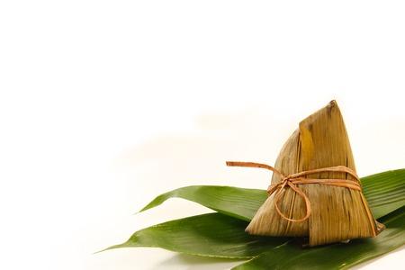 アジア中国米餃子や木製の背景に zongzi 写真素材