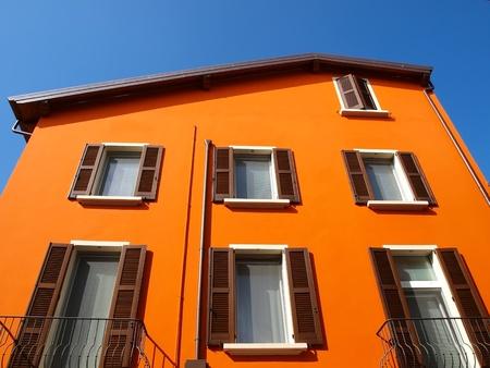 case colorate: Casa arancio