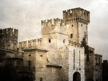 castillo medieval: Antiguo castillo enemistarse. Foto Vintage Foto de archivo