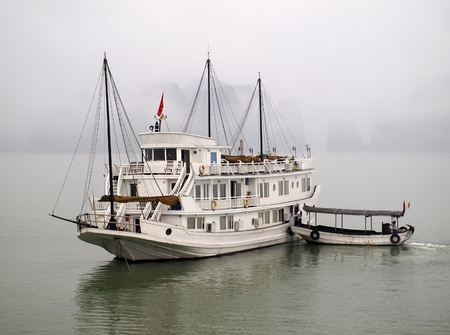 ha: Floating hotel in the Ha Long bay