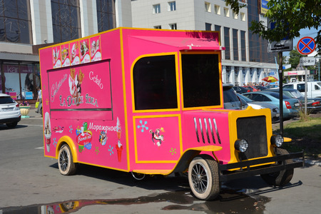 lenina: BARNAUL, RUSSIA- JUNE 25: Ice cream car on the Lenina avenue on June 25, 2014 in Barnaul. Lenina avenue is the central and biggest street in barnaul city Editorial