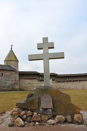memorial cross: Cruz conmemorativa al 1100 aniversario del Kremlin de Pskov. Rusia