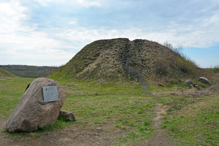 volkhov: Burial mound the place as a legend says where is the Prophetic Oleg funeral Editorial