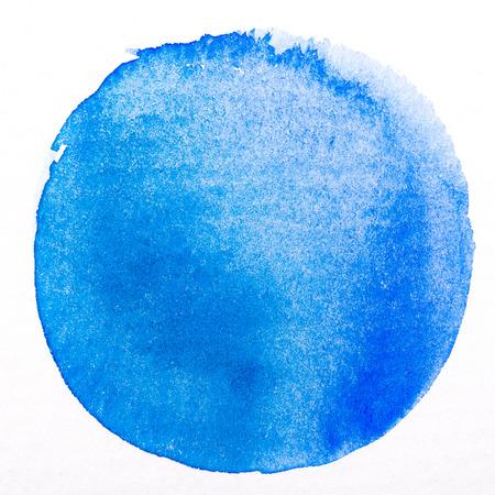 marcos redondos: Acuarela arte azul círculo pintura mancha aislada en blanco áspera textura de papel con trazado de recorte