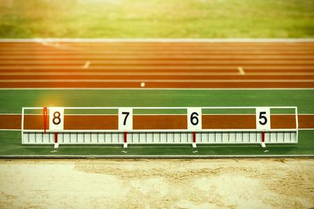 salto de longitud: Atletismo salto de longitud foso de arena con las marcas
