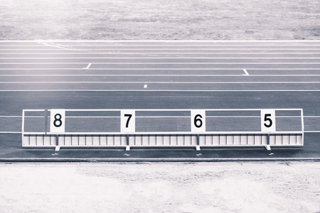 salto largo: Atletismo salto de longitud foso de arena con las marcas
