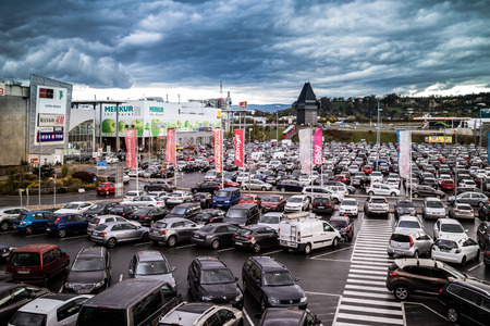 Graz Stragang Austria - November 24th, 2017 : Full of car parked in a public parking lots in the Center mall during the Christmas shopping season, shopping center car crowded parking lot. Sajtókép