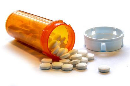 Crisis de opioides: botella abierta de píldoras analgésicas recetadas