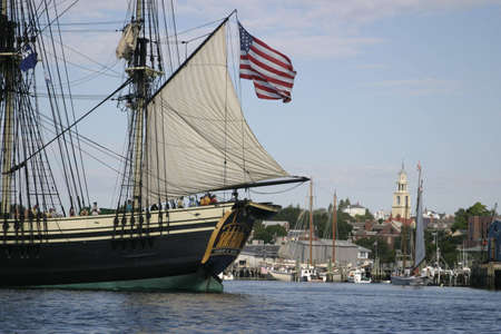Friendship of Salem sails off of Gloucester - The Friendship of Salem is a National State Park and does not require a property release.  Banco de Imagens