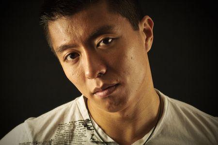黒の背景にアジア人の男性 写真素材