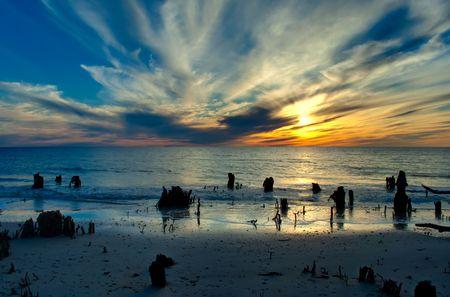 劇的なメキシコ湾に沈む夕日
