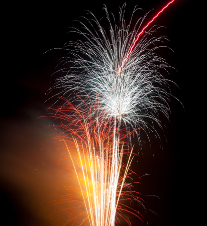 guy fawkes night: Colourful Display Fuochi d'artificio al campo sportivo di S. Elena a Swansea UK
