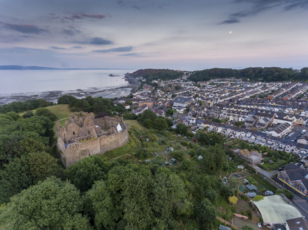 Editorial Swansea, UK - July 14, 2019: Mumbles village and Oystermouth Castle, a Norman stone castle in South Wales overlooking Swansea Bay on the east side of the Gower Peninsula. Редакционное