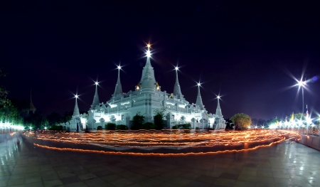 The thai culture walk with lighted candles in hand around a temple wian tian Stock Photo - 18249693
