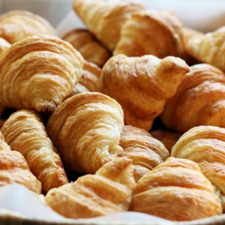Croissant pane sulla linea buffet Archivio Fotografico - 22364714