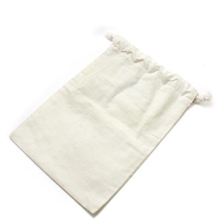 klein stoffen zakje geïsoleerd op witte achtergrond