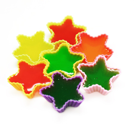 gelatina: colorido gelatina o jalea postre aislado en fondo blanco