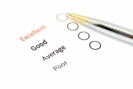 klanttevredenheidsonderzoek vorm met de pen wees op uitstekende checkbox