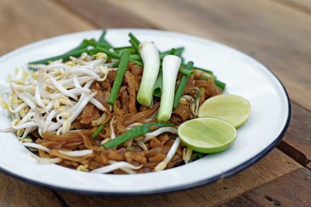 korat: stir fried noodles with pork or padmee korat