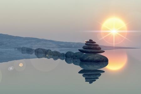 kalm meer strand met gestapelde stenen, reflecties, zon, lens flare ster Stockfoto